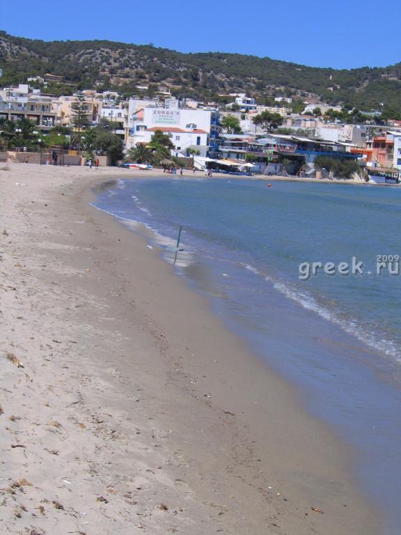 Эгина. Agia Marina справа.