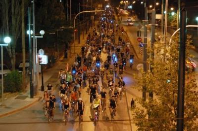 У жителей Афин есть хорошая привычка - каждую пятницу устраивать массовую велопрогулку 001